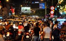 Người dân đổ về chùa dự lễ Vu lan, một số tuyến đường Sài Gòn bị ùn tắc