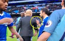 Hành động xấu xí của Pep Guardiola với học trò cũ sau trận thua Chelsea
