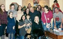 Dám chắc bạn chẳng thể nhận ra điểm đặc biệt trong bức ảnh gia đình này từ cái nhìn đầu tiên