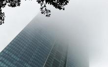 Người Hà Nội vật vã với thời tiết chìm lấp trong sương mù