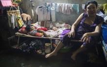 Dân nghèo xóm trọ Sài Gòn khốn khổ sống trong nước cống hôi thối suốt 4 ngày liền