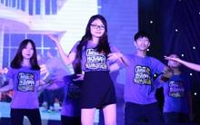 """Đêm nhạc hội """"Welcome to AJC 2016"""": Năm nào trường Báo cũng đón tân sinh viên nhiệt vô cùng!"""