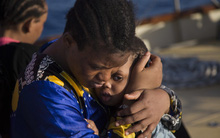 Chùm ảnh: Những gian nguy và đau đớn trên hành trình vượt biển của người tị nạn