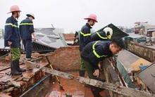 Chùm ảnh: Lực lượng cứu hộ và người dân Hà Nội tất bật dọn dẹp hậu quả bão số 1
