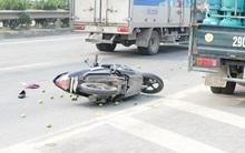 Xe máy tông nhau, cầu Thanh Trì ùn tắc kéo dài