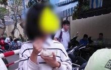 """Bức ảnh học sinh xúc cơm ăn ngay tại cổng trường để """"chạy sô"""" học thêm khiến nhiều người giật mình"""