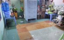 Sinh viên Sài Gòn mệt mỏi khi thức cả đêm dọn những căn phòng trọ ngập nước