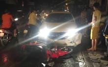 Hà Nội: Ô tô 4 chỗ đâm liên tiếp 3 xe máy trong đêm, 4 người bị thương