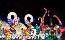 Những bức ảnh lộng lẫy khiến bạn không thế không ghé thăm Lễ Hội Lồng Đèn lớn nhất Việt Nam