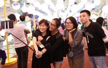 Giới trẻ Sài thành say mê selfie với hàng ngàn đèn lồng đầy màu sắc