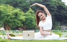 """Người mẫu đọ dáng cùng laptop """"biến hình"""" HP X360 13.3 inch"""