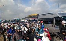 Va chạm liên hoàn trên quốc lộ 1, hàng ngàn phương tiện ùn ứ nối dài