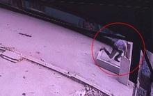 TP. HCM: Cố chạy theo bắt xe buýt, người đàn ông rơi xuống hố ga tử vong