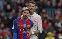 """Ronaldo thân thiện đến khó tin với Messi ở trận """"Siêu kinh điển"""""""