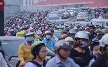 TP. HCM: Xe container tông 2 taxi trên cầu Khánh Hội, giao thông ùn ứ nhiều giờ liền