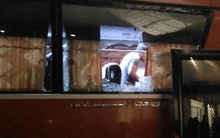 Xe bus chở tuyển Indonesia bị tấn công