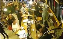 Hà Nội: Gần 40 thanh niên quỵt tiền quán nướng, đánh nữ nhân viên thu ngân