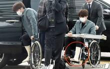 Hậu scandal, Kai (EXO) bị tố giả dối khi băng bó... trùm qua quần tại sân bay