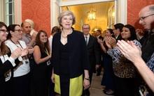 Bóng hồng mới trên chính trường Anh: Bà Theresa May chính thức nhậm chức Thủ tướng