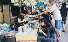 Hàng bánh đúc giá rẻ khuất trong khu tập thể cũ ở Hà Nội, đắt khách suốt 20 năm qua