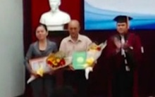 Bố mẹ nhận bằng tốt nghiệp cho con trai đã mất