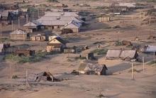 Ngôi làng kỳ lạ nhất nước Nga: Cứ đến đêm là cả làng lại bị chôn vùi dưới lớp cát dày cộm