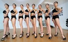 Những cô gái chân dài tất bật chuẩn bị cho kỳ thi tuyển sinh vào các trường nghệ thuật