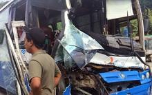 Xe tải dìu xe khách mất phanh lao đèo Bảo Lộc thoát tai nạn thảm khốc
