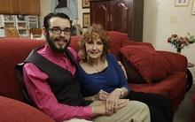 Cụ bà 71 lấy chồng 17 sau khi gặp nhau ở đám tang của con trai bà cụ