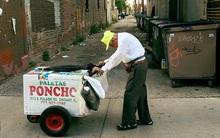 89 tuổi vẫn phải cặm cụi đẩy xe bán kem, nhưng chỉ nhờ 1 bức ảnh, cuộc đời ông đã hoàn toàn thay đổi
