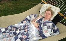 Ngủ thiếp trên sofa, 6 tháng sau mới tỉnh giấc: Cuộc sống của cô gái trẻ hoàn toàn thay đổi