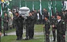 Cơn mưa nặng hạt đưa tiễn 50 thành viên Chapecoense tử nạn trong vụ máy bay rơi về với đất mẹ