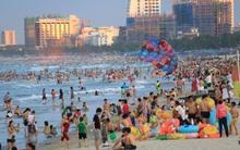 """Mỗi buổi chiều, hàng nghìn người dân Đà Nẵng lại lũ lượt kéo ra biển """"giải nhiệt"""""""