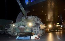 Người anh hùng lấy thân mình chặn xe tăng trong cuộc đảo chính quân sự ở Thổ Nhĩ Kỳ