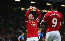 Rooney ghi bàn 100 ở Old Trafford, MU giành vé Europa League mùa sau