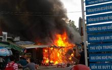 Lửa bùng cháy dữ dội Làng Đại học Quốc gia TP. HCM, 4 tiệm tạp hóa bị thiêu rụi