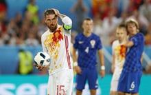 Sergio Ramos đá hỏng phạt đền, Tây Ban Nha thua sốc Croatia