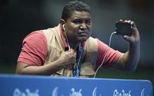 Câu chuyện cảm động về nhiếp ảnh gia khiếm thị tác nghiệp ở Paralympic