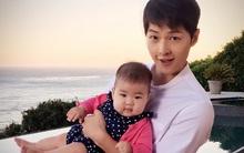 Chương Tử Di khoe ảnh Song Joong Ki bế bồng con gái rượu