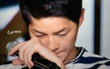 Song Joong Ki nghẹn ngào xúc động đến rơi nước mắt