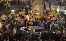 Xe lao vào đền Erawan tại trung tâm Bangkok, 6 người bị thương