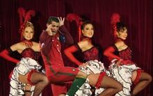 Ảnh chế: Ronaldo uốn éo nhảy nhót cùng dàn vũ nữ nóng bỏng