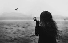 Đừng vùi lấp bản thân trong nỗi buồn và lãng quên mất niềm vui!