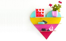 Tạo điểm nhấn trang trí tường với kệ treo tường trái tim sắc màu