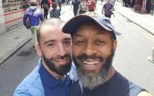 Cặp đôi nam bị đuổi khỏi xe buýt vì là người đồng tính