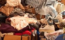 Con trai qua đời trong căn hộ ngập rác, 20 năm sau, mẹ vẫn sống cùng như thế vì... không hay biết
