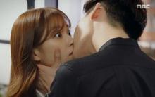 """""""W"""": Vừa khoá môi nồng nàn, Han Hyo Joo """"ăn"""" đạn từ Lee Jong Suk"""