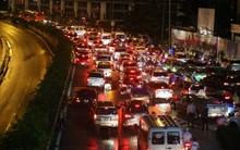 Giao thông ở Sài Gòn tê liệt đến gần 9h tối trong trận mưa lịch sử