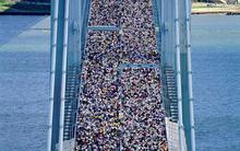 Nghẹt thở trước cảnh tượng 50.000 người chạy qua cây cầu nổi tiếng New York