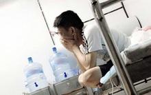 Giọt nước mắt của người chồng khiến cả phòng bệnh nghẹn ngào